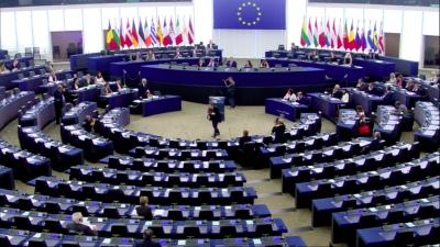 Migranti. Deserta plenaria del Parlamento Europeo. Scontro Juncker-Tajani
