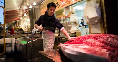 Spostare il più famoso mercato del pesce del mondo è complicato