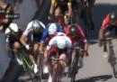 Il video di Mark Cavendish che cade al Tour de France dopo un contatto con Peter Sagan