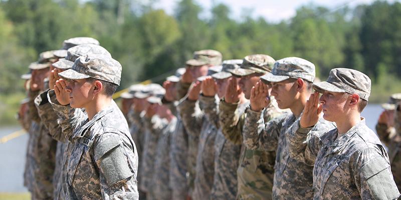 Usa, Trump vieta l'esercito ai trans: