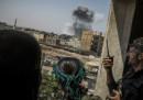 Un attacco aereo della coalizione guidata dagli Stati Uniti ha ucciso 42 civili a nord di Raqqa, dice l'Osservatorio siriano per i diritti umani