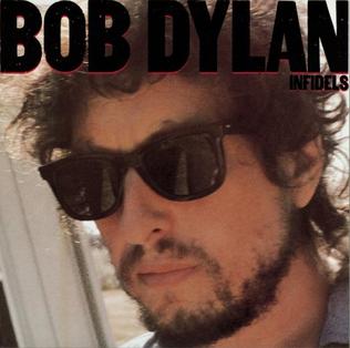 """Dopo i tre dischi cristiani senza il suo sacro volto in copertina, eccone una in cui il 90% della superficie grida: """"Bob Dylan"""" (notate anche quanto è grande il nome rispetto al titolo)."""