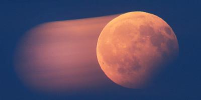 Le imbarazzanti foto dell'eclissi lunare