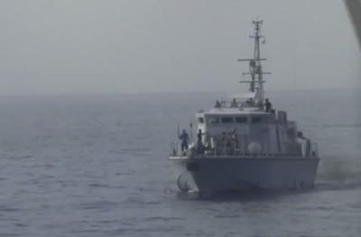 La Guardia costiera libica ha sparato dei colpi di avvertimento contro la nave di una ong (video)