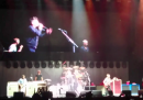 "I Foo Fighters hanno suonato ""Never Gonna Give You Up"" con Rick Astley"