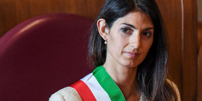 L'estate molto movimentata di Virginia Raggi