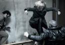 Charlize Theron fa tutto quello che fa John Wick, ma all'indietro e sui tacchi