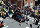 Un'auto ha investito la folla durante una manifestazione in Virginia