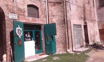 A Ferrara un uomo di 77 anni ha ucciso moglie e figlio, ha dato fuoco alla sua casa e si è suicidato