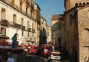 In un incendio nel centro di Cosenza sono morte tre persone e sono andati distrutti libri del Seicento e pergamene del Quattrocento
