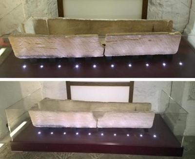 Un'antica bara conservata in un museo in Inghilterra è stata danneggiata da una coppia che voleva fare una foto a loro figlio