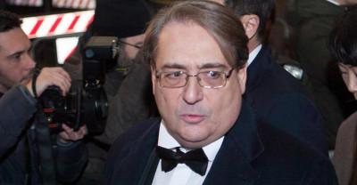 """Il Sole 24 Ore ha concordato 700.000 euro con l'ex direttore Roberto Napoletano come """"incentivazione all'esodo"""""""