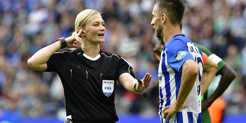 """Bundesliga: arbitro tedesco, prezzi biglietti dimezzati"""""""