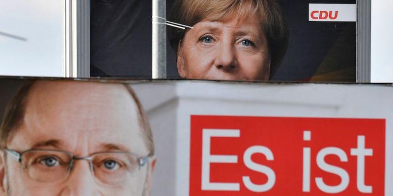Come sono prevedibili sti tedeschi. Vuoi mettere il brivido di non sapere se domani ti troverai un tizio teleguidato e iggnorante o un pluri-indagato come capo del tuo paese?