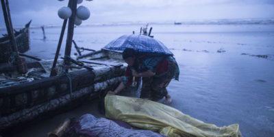 Il naufragio della barca di rohingya in Bangladesh