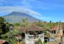 Più di 144 mila persone sono state evacuate dall'isola di Bali a causa del rischio di eruzione del monte Agung
