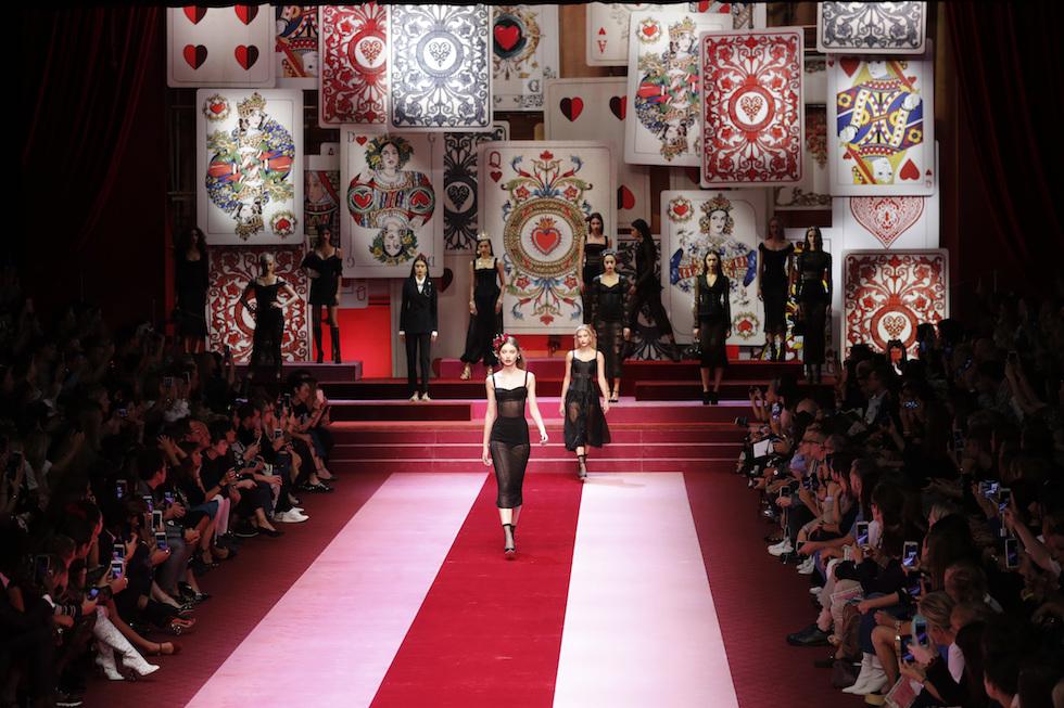 Le tre sfilate di Dolce   Gabbana a Milano. La sfilata della collezione  primavera-estate 2018 ... 8fba1e769a0