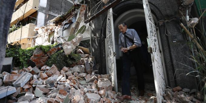 Oltre 220 morti nel terremoto in Messico