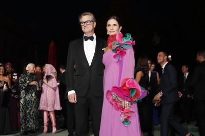 Livia Giuggioli e il marito Colin Firth hanno denunciato un giornalista italiano per stalking e minacce, dice Repubblica