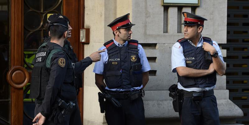 VIDEO Referendum Catalogna, scontri tra manifestanti e polizia a Barcellona