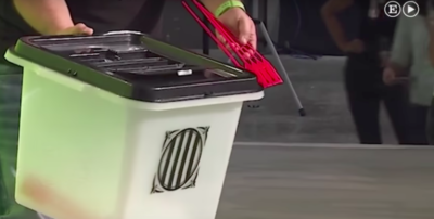 Il governo catalano ha presentato le urne per il referendum sull'indipendenza, che stava cercando la polizia spagnola