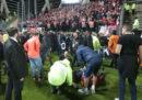 Durante la partita di calcio Amiens-Lille è crollata una ringhiera dello stadio, provocando diversi feriti