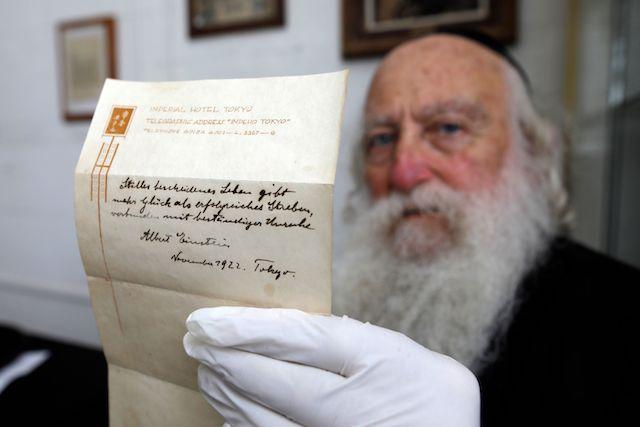 Vendute per 1,5 mln di euro due note originali di Albert Einstein