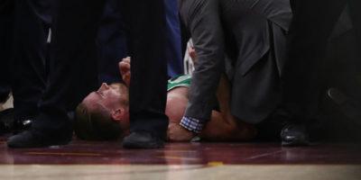 Il bruttissimo infortunio di Gordon Hayward, in NBA