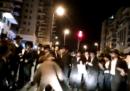 Il video di una soldatessa israeliana che si difende da un gruppo di ebrei ultraortodossi