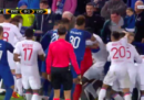 La super-squalifica al tifoso dell'Everton che ha colpito dei giocatori con in braccio un bambino