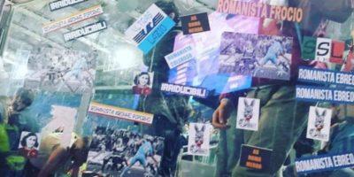 Gli adesivi antisemiti con Anna Frank fatti dalla tifoseria organizzata della Lazio