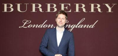 Il direttore creativo di Burberry Christopher Bailey lascerà l'incarico a fine marzo