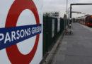 Una persona è morta accoltellata a una fermata della metro di Londra, la polizia dice che non è terrorismo