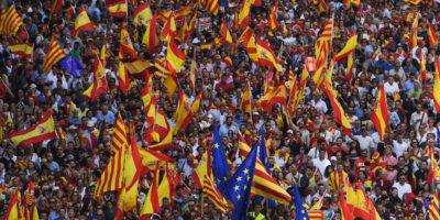 Le foto della manifestazione per l'unità della Spagna a Barcellona