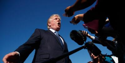 """Un giudice federale delle Hawaii ha bloccato il nuovo """"travel ban"""" voluto da Donald Trump"""