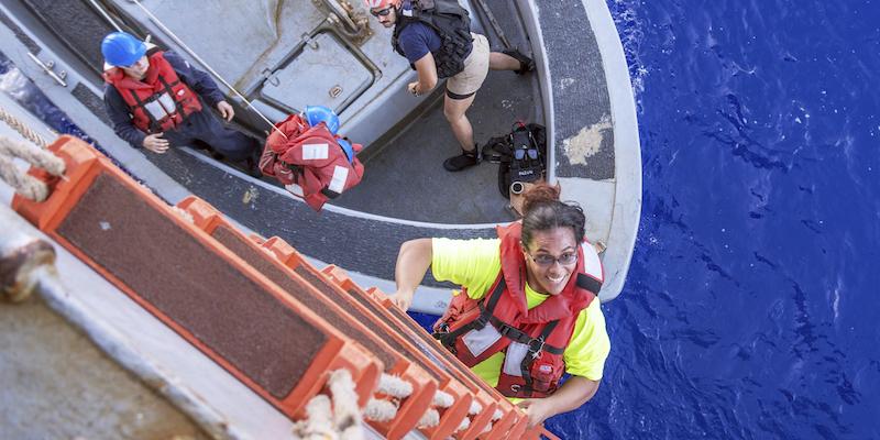 Due donne sono state salvate dopo cinque mesi alla deriva nell'oceano Pacifico