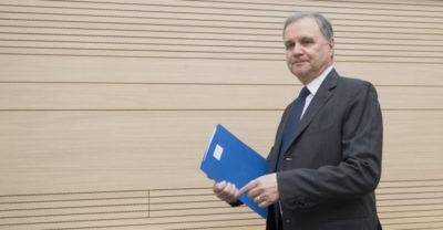 La Camera ha approvato una mozione del PD che chiede al governo di cambiare il governatore della Banca d'Italia