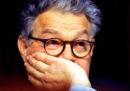 Il senatore Democratico americano Al Franken è stato accusato di aver molestato una presentatrice, e c'è una foto che lo dimostra
