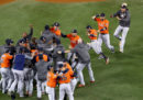 Gli Houston Astros hanno vinto le World Series, battendo i Los Angeles Dodgers in gara sette