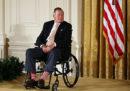 Le accuse per molestie a George H.W. Bush sono diventate parecchie