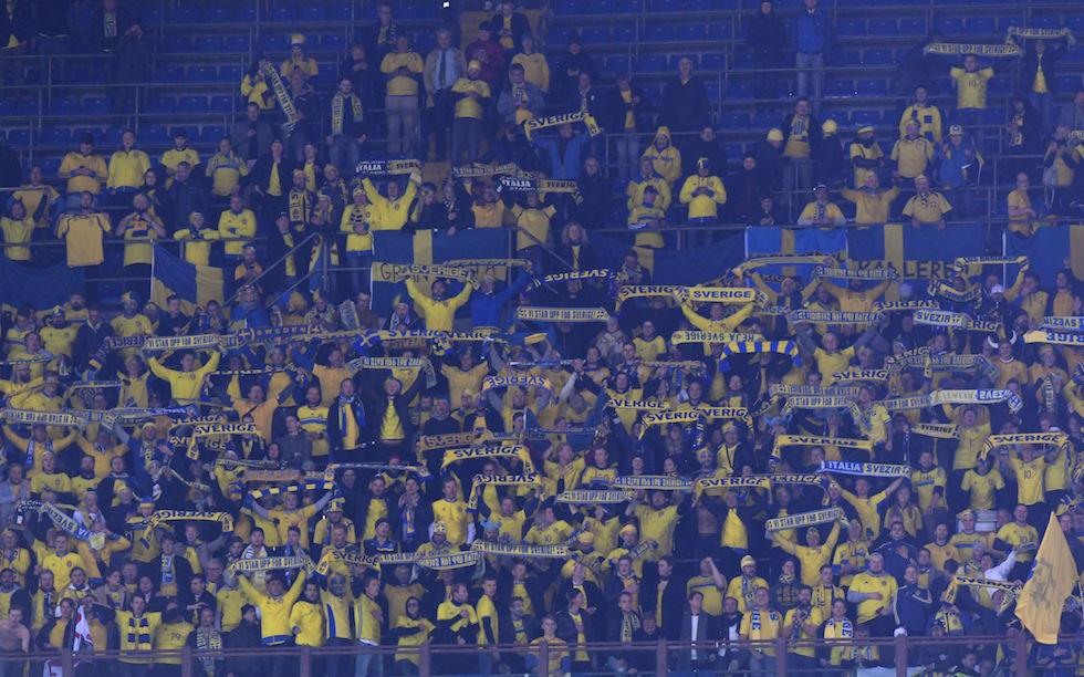 Tifosi svedesi a San Siro durante Italia - Svezia. Foto: Miguel Medina/Getty Images.