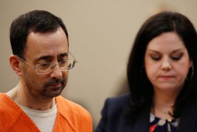 Larry Nassar, medico della nazionale statunitense di ginnastica, sconterà almeno 25 anni di carcere per avere molestato e stuprato sette ragazze