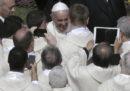 Papa Francesco non vuole vedere telefonini durante le sue messe