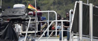 È arrivata a Salerno una nave con a bordo 26 migranti morti