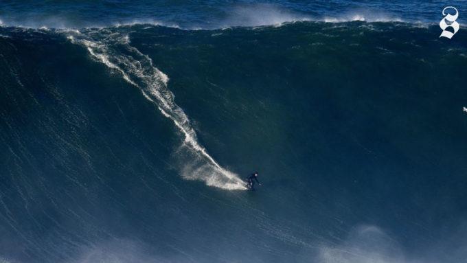 Se volete surfare su onde alte decine di metri andate in Portogallo