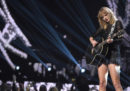 "Taylor Swift ha fatto una cover di ""September"" degli Earth, Wind & Fire, e internet non ha gradito"