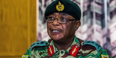"""Il partito di governo dello Zimbabwe ha accusato il capo dell'esercito di """"condotta sovversiva"""""""