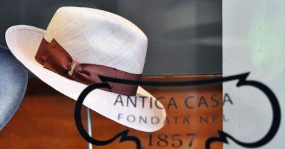 Borsalino, la storica azienda di cappelli fallita lo scorso dicembre, è stata comprata all'asta dalla società di Philippe Camperio