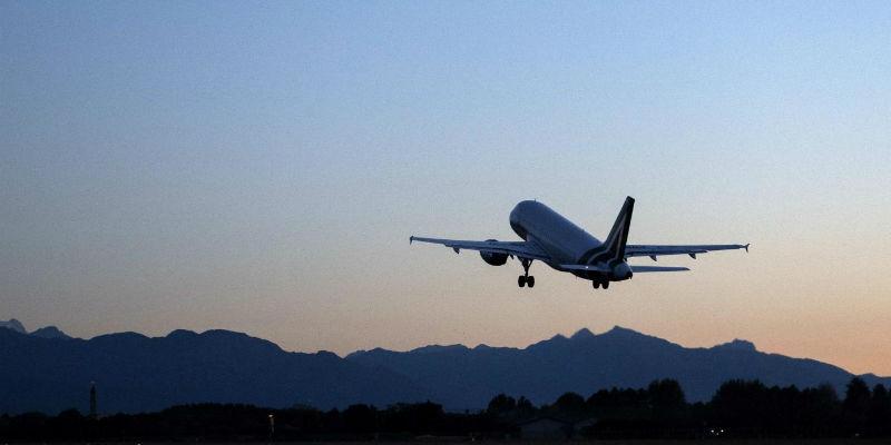 Venerdì nero dei trasporti aerei: scioperi Alitalia, Ryanair e Vueling