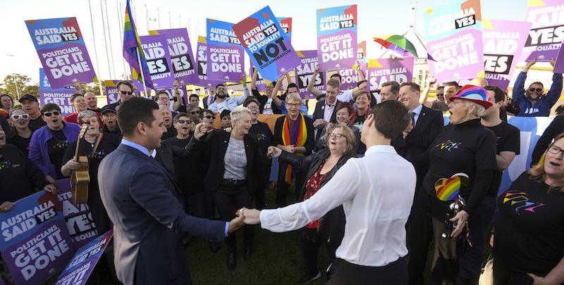 Australia, il Parlamento approva la legge sui matrimoni gay